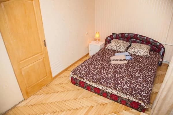 2 rooms Apartment on Peremohy str 71. Centre 3