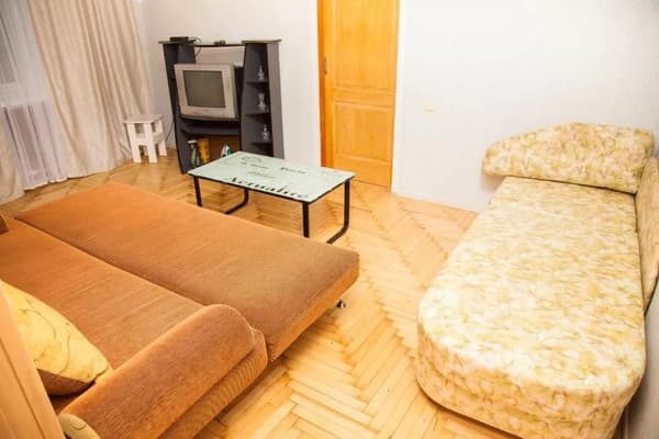 2 rooms Apartment on Peremohy str 71. Centre 10