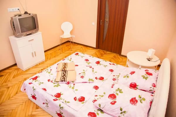 2 rooms Apartment on Soborny Avenue 182. Luxury class. Centre 2