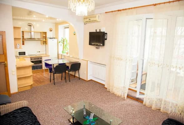 3 rooms Аpartment on Sobrny avenue 179. Centre 9
